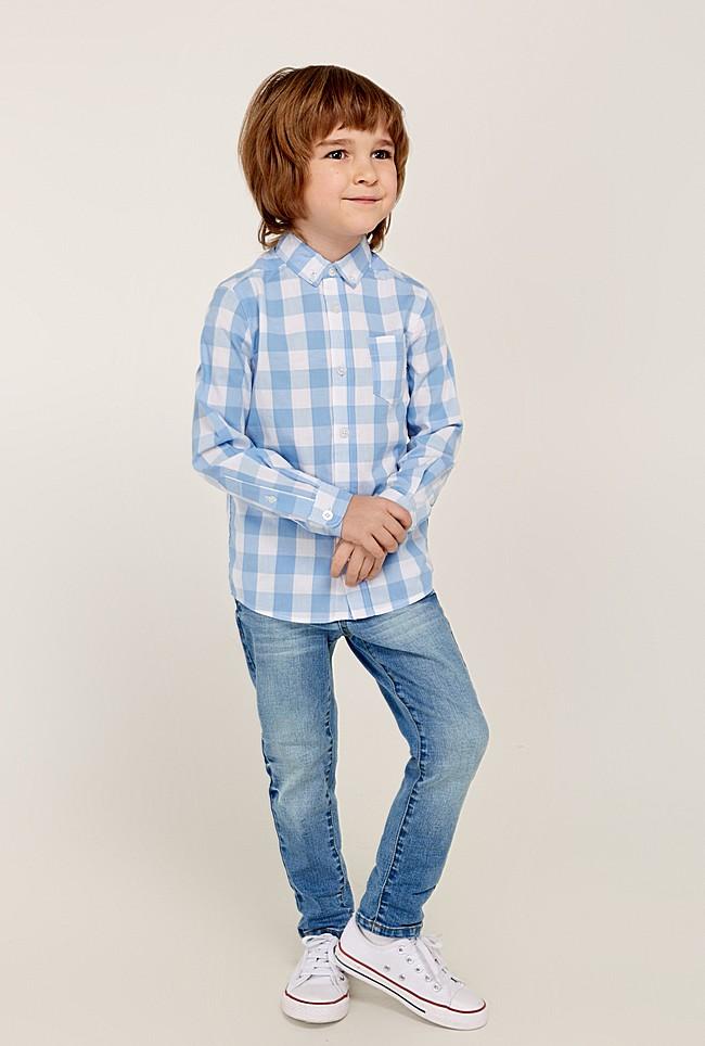 Мальчик в джинсах и рубашке картинки